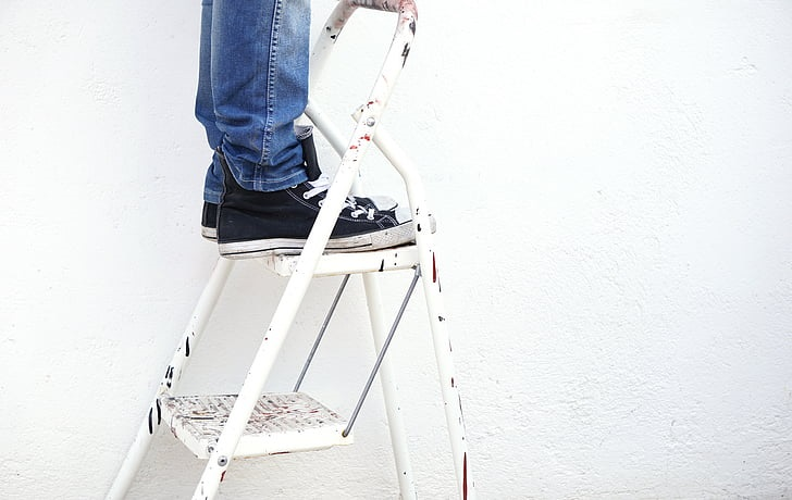 ladder-painter-paint-worker-professional-paintig-service-gold-coast