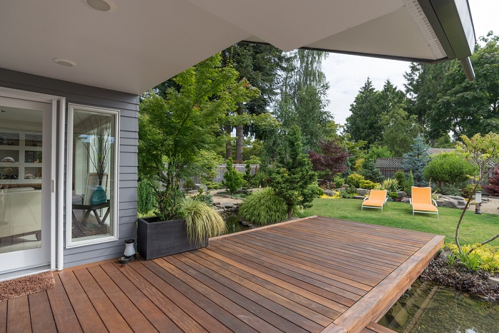 small deck overlooking garden gold coast